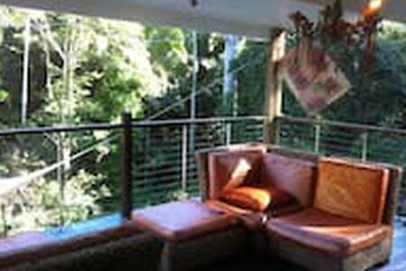 Cooroy, Noosa Hinterland - relaxation, homely. - Dom
