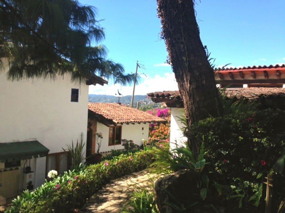 House & Bungalow in Valle de Bravo