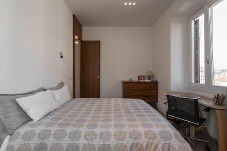 Room at Piramide/Gasometro - Apartmen