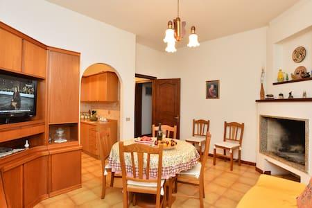 Accoglienti Girasoli - Pula - Apartment