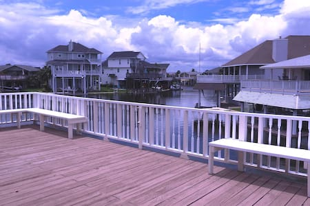 Water Front Canal Home Sleeps 14 with Kayak/Bikes - Casa