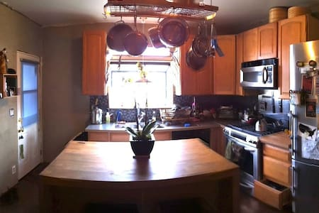 Lovely & bright 2BR house w/garden in Emeryville - Oakland - Appartamento