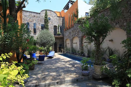 san miguel de allende mature personals Beautiful private colorful home in quiet residential area - perfect for large families or mature group retreats looking to relax san miguel de allende.