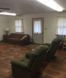 5BR 3 BA Cabin / Retreat House - Bed & Breakfast