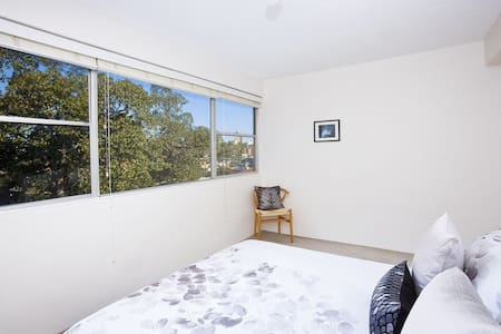 Darling point apartment in good location, close to shops and CBD