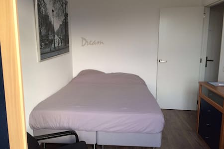 Nice room with free bike, wifi & breakfast - Ház