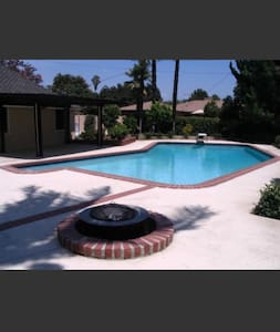 Charming house with a pool - San Gabriel - Haus