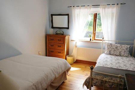 Donemark Falls Lodge, Sleeps 3 - Bantry - Haus