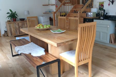 Large room in Cohousing ~ Central Stroud - Stroud - Hus