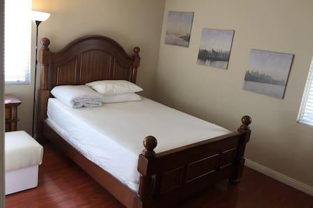 A房大床全实木豪华家具客房带书桌客房步入式衣柜梳妆台 - サンゲーブリエル