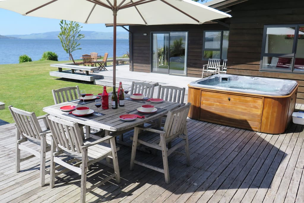 Lakeside Spa deck and dining for 12 guests, lazy lakeside facilities including Kayaks for all ages.
