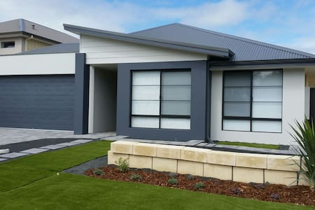 Brand new house fully furnish along canal - Ev