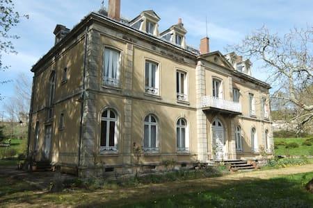 La Vallade - Chambres d'hôtes - Dům