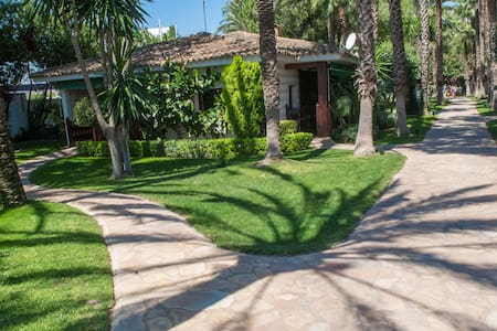 VILLA  van 175m2 in prachtige tuin - L'Eliana - House