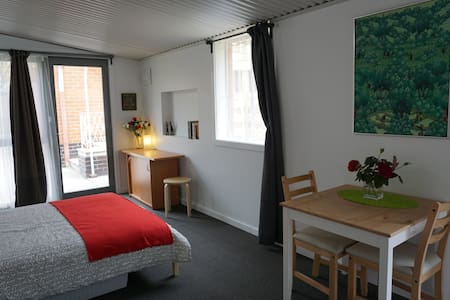 Funky Self contained studio-flat. Inner East - Reservoir - Wohnung