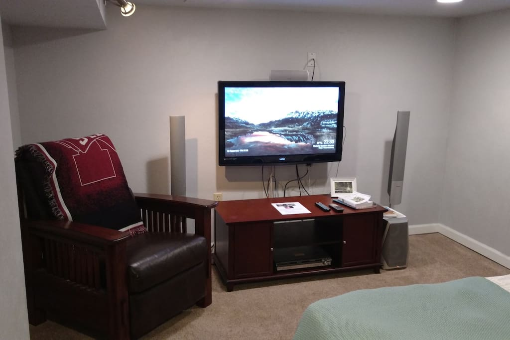 large basement bedroom in cong park houses for rent in
