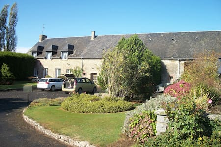 Large 6 bed farmhouse in rural Normandy - Fougerolles-du-Plessis - Hus