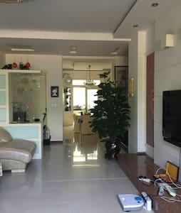 鸭绿江大桥江边附近一楼民居(高档小区)可提供一个车位 - 丹东市 - Haus