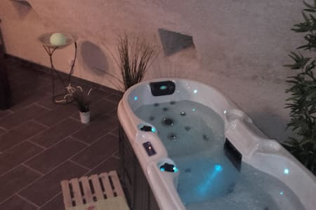 Spa/Sauna privé  à 9O mn de Paris en Val de Loire - Maison