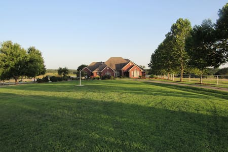 Cimarron Dunes Bed and Breakfast! 4bd, 3.5bath - Stillwater