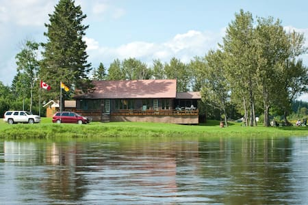Widow Everett Lodge on the Tobique River - Plaster Rock