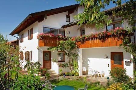 35 qm FEWO direkt im Zentrum, ruhig gelegen - Bad Endorf - Apartment