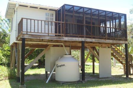 Cosy Walker Cabin at Bayshore, Maya Beach - Cottage
