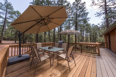 Pine- Charming cabin in Pine w/ forest view. Outdoor fire pit, games, and views. - Pine - Kulübe