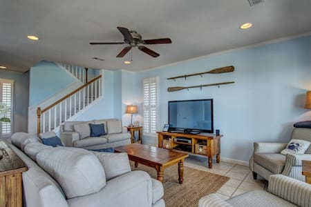 5 Bdrm Oceanfront Home - House