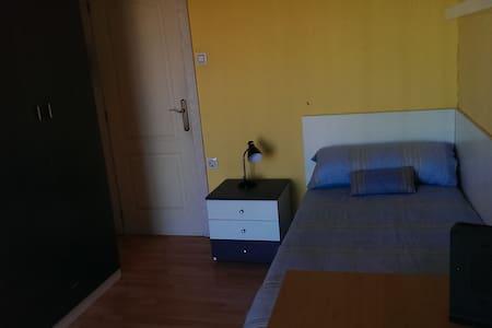 habitacion individual en alcoy - Wohnung