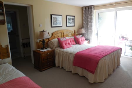 Luxurious rooms  by the waters edge - Bed & Breakfast