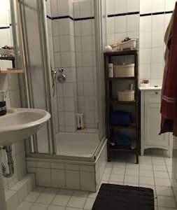 Kleines Zimmer in einer Dreizimmerw - Hamburg - Apartment