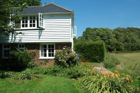 Beautiful Sussex Holiday Beach Cottage - East Sussex