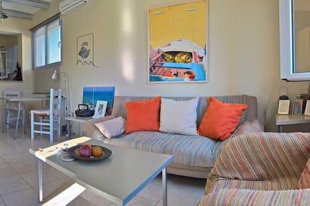Cosy Apartment next to Korissia beach - Leilighet