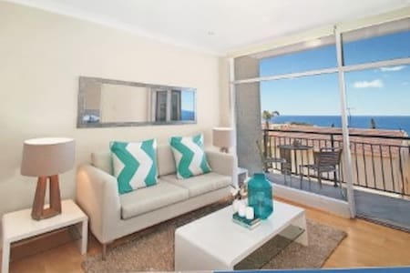 Panoramic ocean views in wonderful Bronte - Apartment