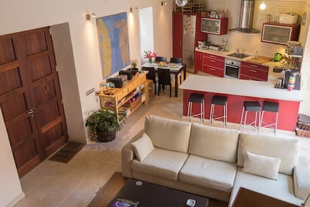 Cosy, spacious double bedroom in picturesque house - Biniali - Haus