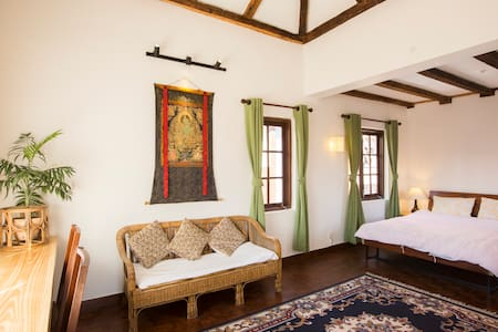 Luxurious Attic Suite w/ walk-in shower near Patan - Patan