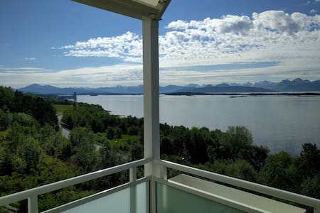 Big apart. with spectacular view 2 km from Molde - Wohnung