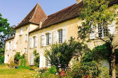 Maison de charme Bord de Dordogne - Couze-et-saint-front  - Hus