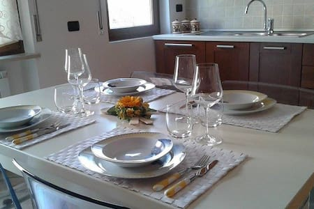 Sunflower Apartment in SMBA - San Martino Buon Albergo - Apartamento