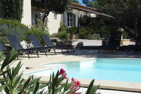 Gîte de charme en Provence. - Appartement