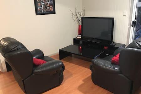 Single Room in Granny Flat!!! - Helensvale