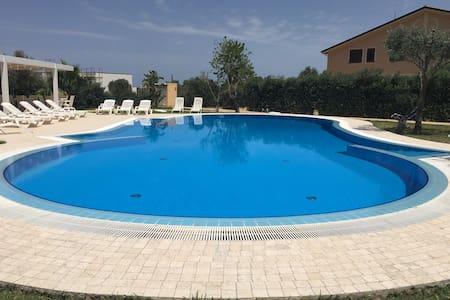 Huge Villa by the sea pool&fitness - Villa
