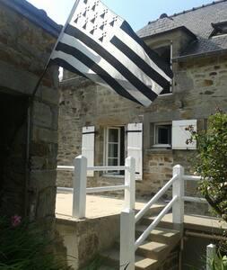 Maison typique au coeur de Matignon - Maison