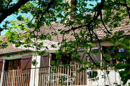 Maison au coeur d'un parc boisé - Haus