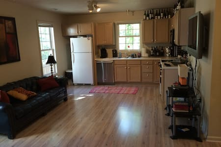 Clemson Gameday Apartment - walking distance - Clemson - Appartement