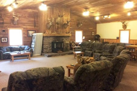 Remote Lodge / Hunting Cabin in Coshocton County! - Pis