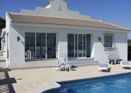 Villa tout confort campagne proche Mediterranée - Villa