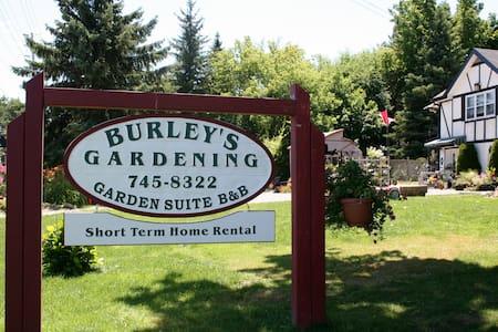 Burleys Garden and Suite - Lakás