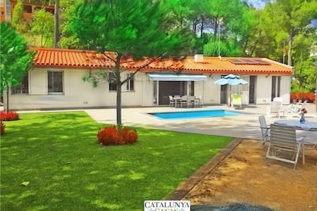 Fabulous and tranquil 4-bedroom countryside villa in Sant Feliu, 25km from Barcelona - Willa